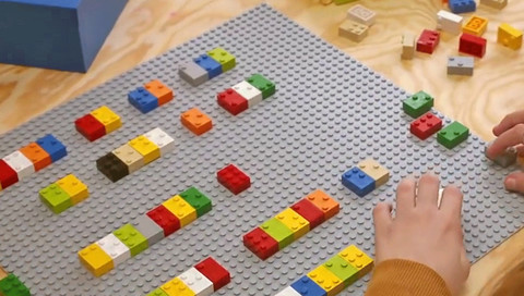 Blinde Kinder sollen mit Lego-Steinen lesen lernen