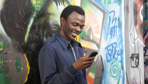 """Studie: """"Mobile Money"""" hilft Menschen in Kenia aus der Armut"""