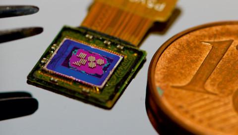 Diese Nanokamera ist klein genug, um in eine Spritze zu passen