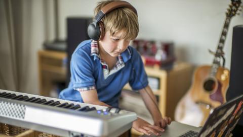 Mit Gehirnscanner fällt Klavierspielen lernen einfach leichter