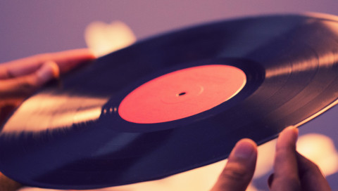 In diesem Archiv könnt ihr 25.000 Schallplatten anhören