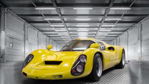 Die E-Variante des Porsche 910 versenkt das Original