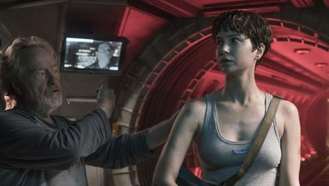 """Ridley Scott warnt uns mit """"Alien: Covenant"""" vor intelligenten Waffen"""