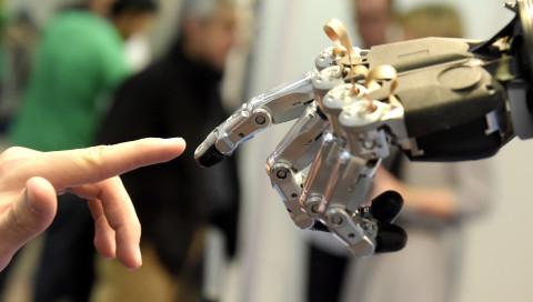 Neue EU-Regeln sollen die Liebe zu Robotern verhindern