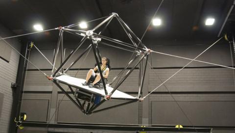 Ein Seil-Roboter soll die virtuelle Realität Wirklichkeit werden lassen