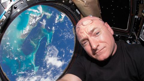 Worauf der Astronaut Kelly sich nach einem Jahr im All freut, sagt er in diesem Video
