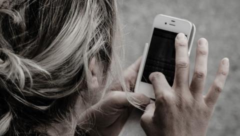 Was glaubt ihr, wie oft ihr täglich euer Smartphone berührt?