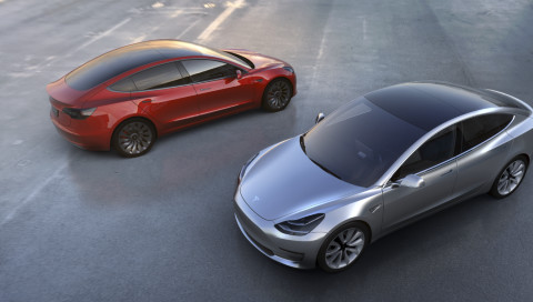 Teslas Model 3 geht in Serie