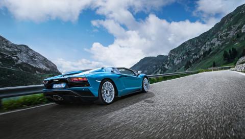 Sturm im Haar: Unterwegs im Lamborghini Aventador S Roadster
