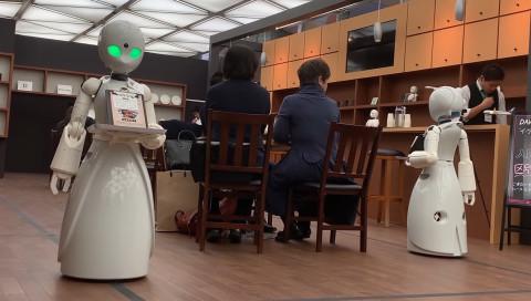 In einen japanischen Café werden Robo-Kellner von gelähmten Menschen gesteuert