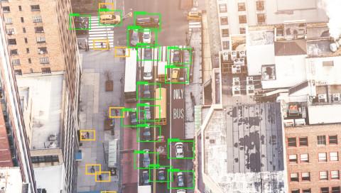 Hacker zeigen Paris aus Sicht eines Tesla-Autopiloten