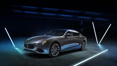 Der neue Maserati Ghibli Hybrid begeistert mit mehr Power aber weniger Verbrauch
