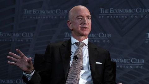 Amazon-Chef Jeff Bezos baut Schulen für Kinder aus armen Familien