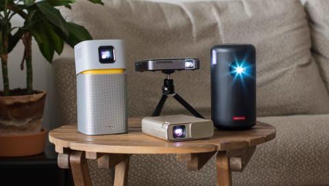 Vier Mini-Projektoren für Heimkino in den eigenen vier Wänden