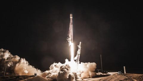 SpaceX legt den Grundstein für sein Weltrauminternet