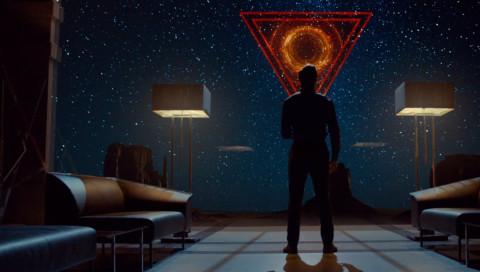 Netflix: Tau ist ein mieser KI-Thriller mit interessanten Fragen