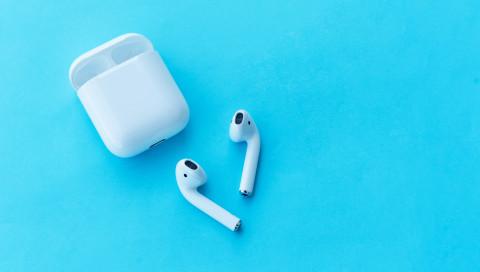 Apple: Unternehmen verschenkt AirPods – doch es gibt einen Haken