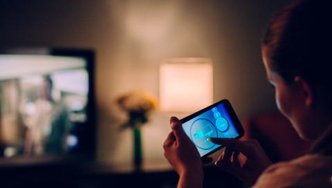 So einfach verbinden Sie Ihr Handy mit dem Fernseher