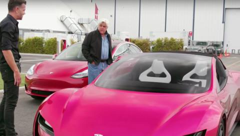 Tesla Roadster 2020: Jay Leno testet das schnellste Auto der Welt