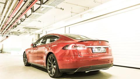 Unterwegs im stärksten Tesla Model S