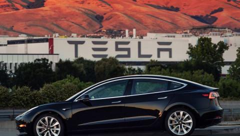 Elon Musk twittert Tesla Model 3