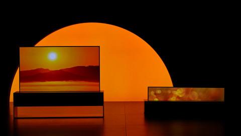 LG Signature OLED TV R: Erster Roll-Fernseher der Welt kostet so viel wie Teslas Model S