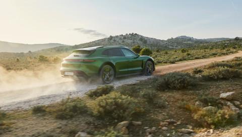 Porsche Taycan Cross Turismo: Dieser E-Sportler fühlt sich auch Offroad wohl