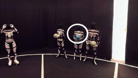 Folge dem blauen Ball in YouTubes erstem VR-Game