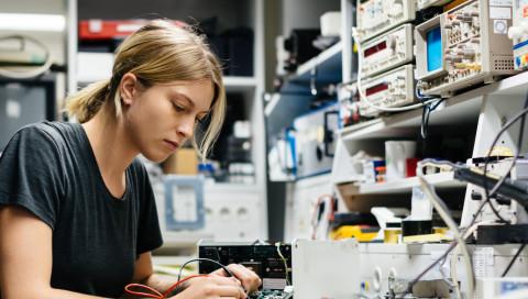 Auch Ingenieurinnen verdienen weniger als Ingenieure – und sie sind nicht selbst schuld