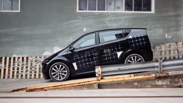 Das Start-up Sono Motors will Elektroautos bauen, die während der Fahrt Solarstrom tanken