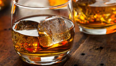 Warum Whiskey mit Wasser besser schmeckt