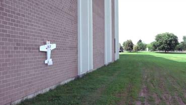 Diese Drohne landet wie ein Schmetterling an der Wand