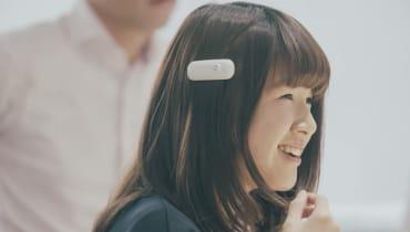 Mit dieser Haarklammer können gehörlose Menschen Geräusche fühlen