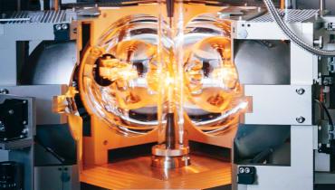 Die Herrin der Kristalle: Vom Zonenschmelzofen zum Quantencomputer