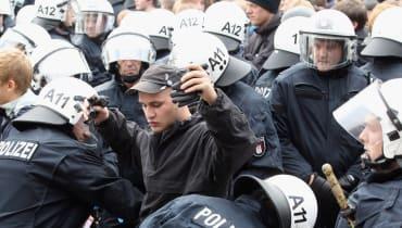 G20: Dürfen Polizisten Zugang zu Demonstranten-Handys verlangen?
