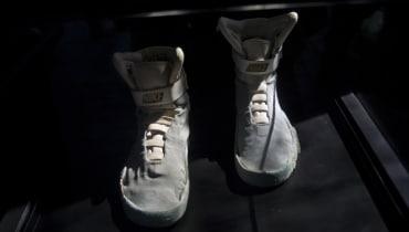 Matrix-Mantel und McFlys Nikes unter dem Hammer