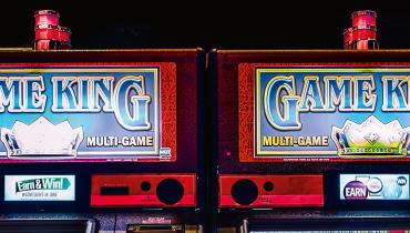 Das riskanteste Spiel ihres Lebens: Zwei Zocker finden einen Bug in einem Poker-Automaten
