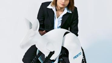 Informatikerin Nadine Kärcher programmiert bionische Roboter