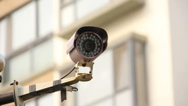 Chinas Überwachungs-KI erkennt Menschen jetzt am Gang