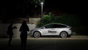 Elon Musk will einen Tunnelaufzug in einer Garage bauen