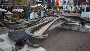 Die erste Stahlbrücke aus dem 3D-Drucker ist fertig