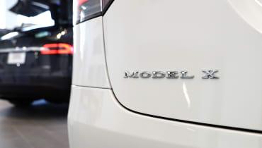 Tesla ruft 11.000 Model X zurück