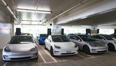 Elon Musk: Tesla-Autos sollen bald autonom einparken und wie ein Hund folgen können