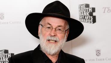 Eine Dampfwalze zerstört Terry Pratchetts unveröffentlichte Werke
