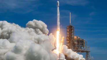 SpaceX gelingen zwei Starts und Landungen in Rekordzeit