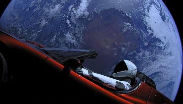 Der Weltraum-Tesla von SpaceX hat den Mars passiert