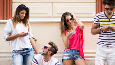 Tinder Social legt eure flirtenden Facebook-Kontakte offen