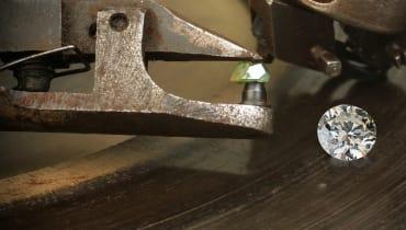 Erster großer Juwelierhändler verwendet die Diamanten-Blockchain