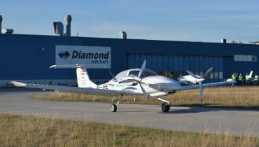 Hybrides Elektroflugzeug von Siemens und Diamond Aircraft absolviert Jungfernflug