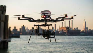 Brauchen wir eine Fallschirm-Pflicht für Drohnen?